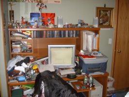 Yes this be my messy desk by Vernamon