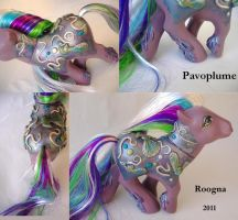 Pavoplume details by Roogna