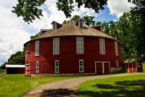 Round Barn by muffet1