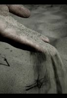 through fingers - sand by strychnina
