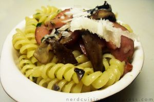 Pasta with Bratwurst, Mushroom and Pesto by oskila