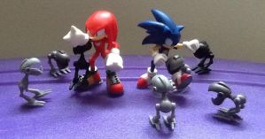Sonic and Knuckles vs EGG Mice by ArtKing3000