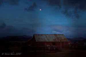 Twin Lakes Road Barn by Mac-Wiz