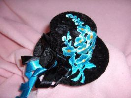 Minihat with turquoise Flowers by nashimiron