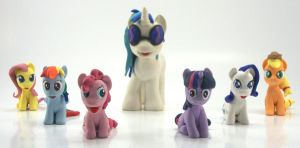 DJ PON-3 with Turntable and the MANE 6 custom 3 by MadPonyScientist