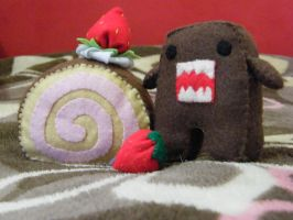 strawberry scroll cake and Domo-kun by Angel312