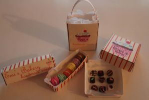 Miniature macarons and chocolates by EmisBakery