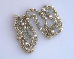 Bead crocheted chain with pearls N1391 by Fleur-de-Irk