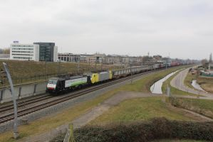 RTB 189 103 with container train by damenster