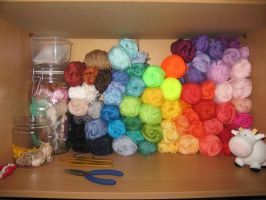 Crochet shelf by Poolvos
