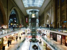 Shopping at Central Station by efi-germany