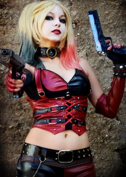 Sweetie, go get mommy's bazooka. by Shermie-Cosplay