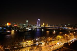 Thames at Night by TleilaxuGhola