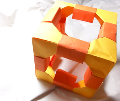 Origami Cube by pecatrix