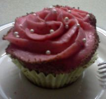 Raspberry Cupcake by MooreCake