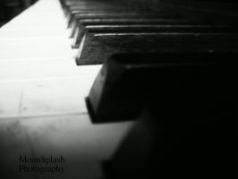 Black and White Piano by Moon-Splash