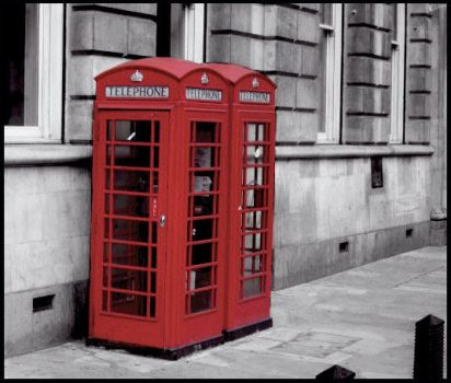 London Telephone Booth by 3luvingGreen