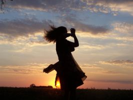 Alice returns by ocean-dance