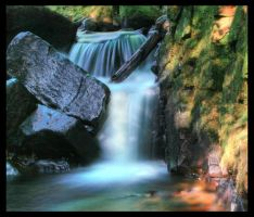 colourful waterfall by mzkate