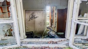 Abandoned room by bast38100