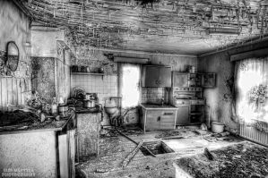 Abandoned house by wchild