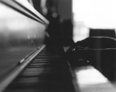 Piano Fingers by PrettyGreenWall