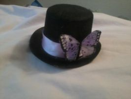 Mini top hat with lilac butterfly by Rainbowkitty-Designs