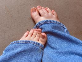 jeans and toes by sataikasia