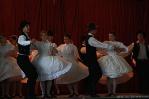Hungarian folkdancers by sztyanime