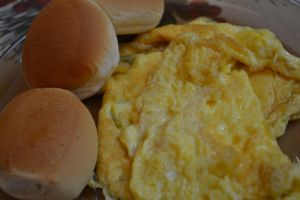 Pandesal with egg by clongetch