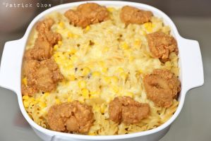 Cheese macaroni with fried chicken nuggets by patchow