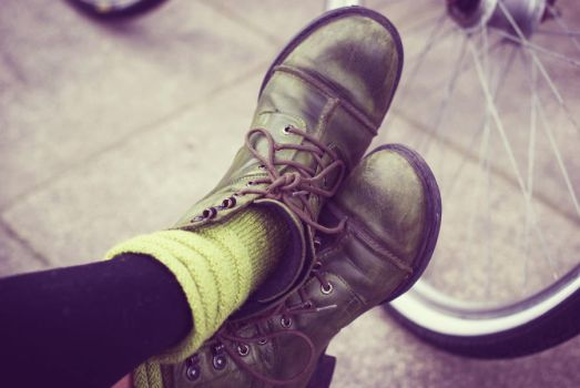 green shoes by fastidious-cat