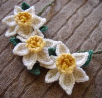 Crochet yellow white daffodils by meekssandygirl
