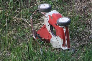 Rusted Lawn mower by Oxipie