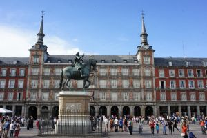 Plaza Mayor by longlivelol