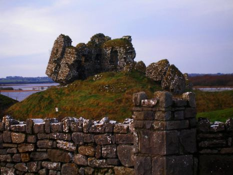 Clonmacnoise ruins by afirespinnersmadness