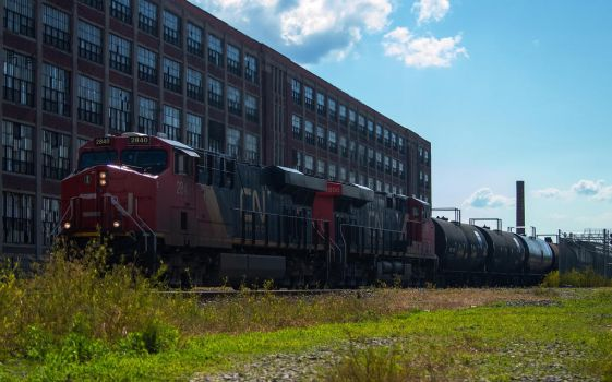 CN eastbound at the bend by wolvesone