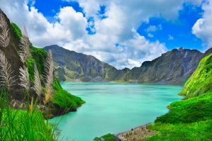 Mt. Pinatubo Crater by reijinz