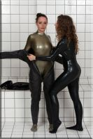 Rubberbond001 by catsuitmodel