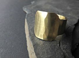 brass signet ring by Siihraya