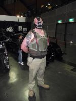 Bane Cosplayer at 2014 Sydney Supernova by rbompro1