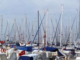 Crowded Harbor by DevUmt