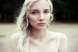 The Silver Queen Daenerys (GAME OF THRONES) by LienSkullova