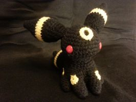 Umbreon Amigurumi by kiwicrochet