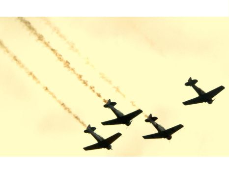 Acrobatic Planes by NoisyPinkBubbles