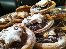 Mince Pies by caelandrake