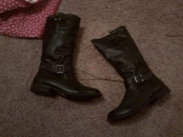 My new boots by Braang