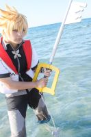 Roxas Cosplay: Fighting in the water by YamiNoShadow