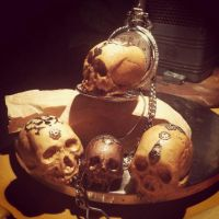 Woodcarving skulls by Fabreeze
