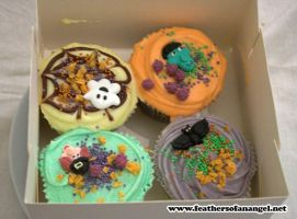 halloween cupcakes treat by SongThread